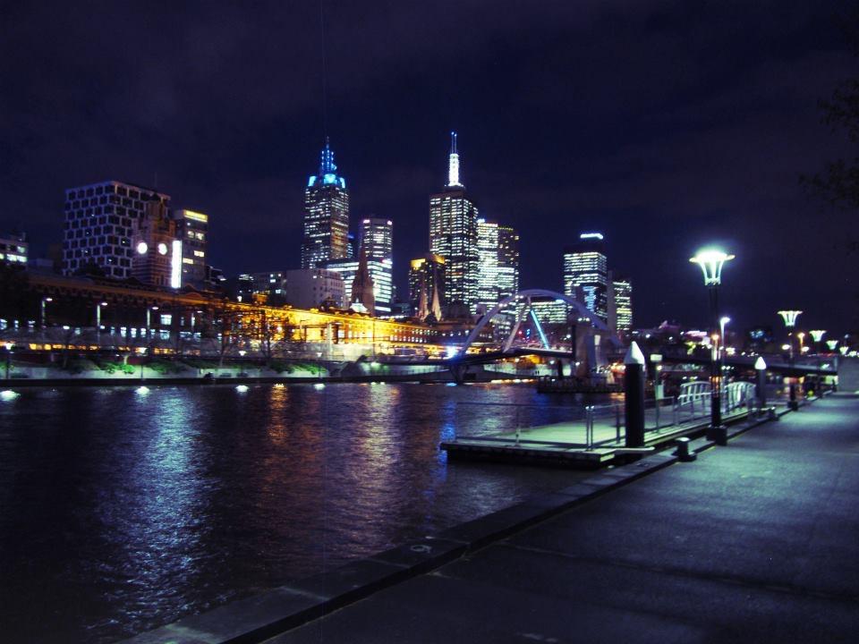 The fantastic Melbourne skyline taken from the Left Bank