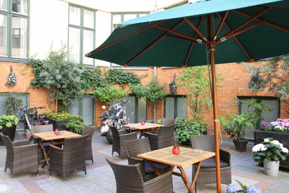 The patio area at the Best Western Hebron, Copenhagen, Denmark
