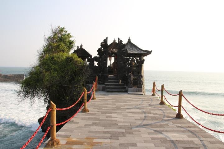 Batu Bolong Temple at Tanah Lot, Bali