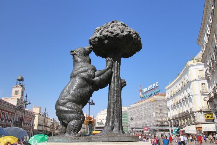 Bear & Tree Statue in Puerta del Sol, Madrid