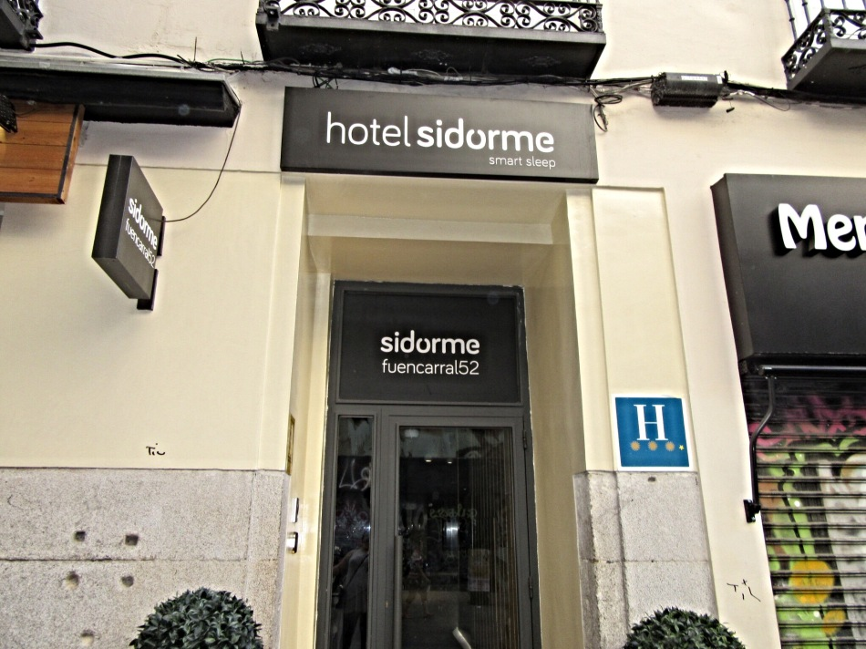 Frontage of Sidorme Fuencarral 52, Madrid
