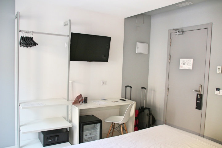 Sidorme Hotel Fuencarral 52 Work Area and Hanging Space, Madrid
