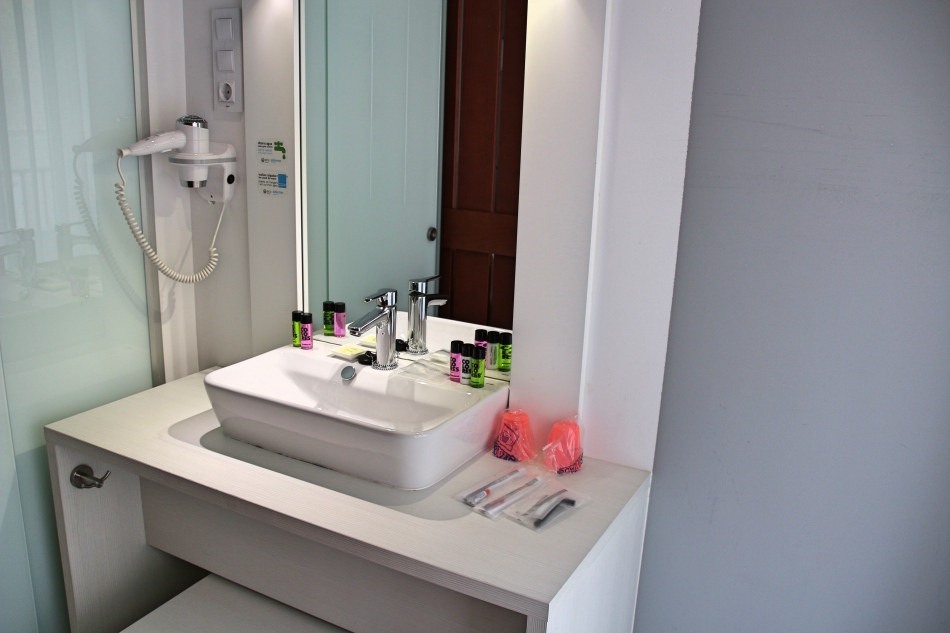 sink-area-at-sidorme-fuencarral-52-madrid