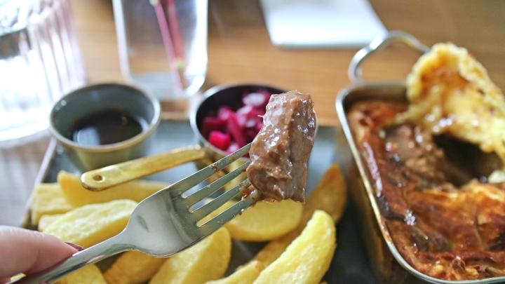 Steak in Steak and Ale Pie, Hart's Head, Gigglesiwck
