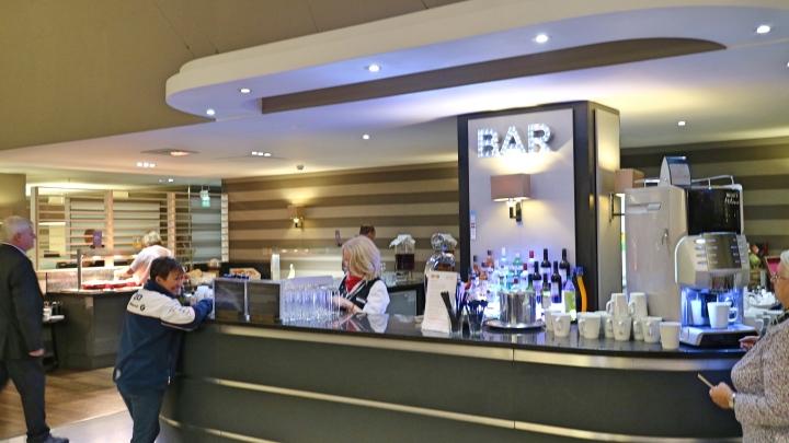 Bar at Aspire Airport Lounge